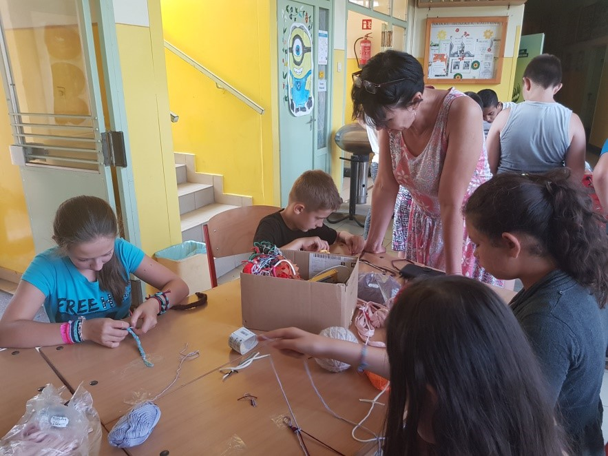 2018 nyár - Kézműves foglalkozás az ifjúsági klubban